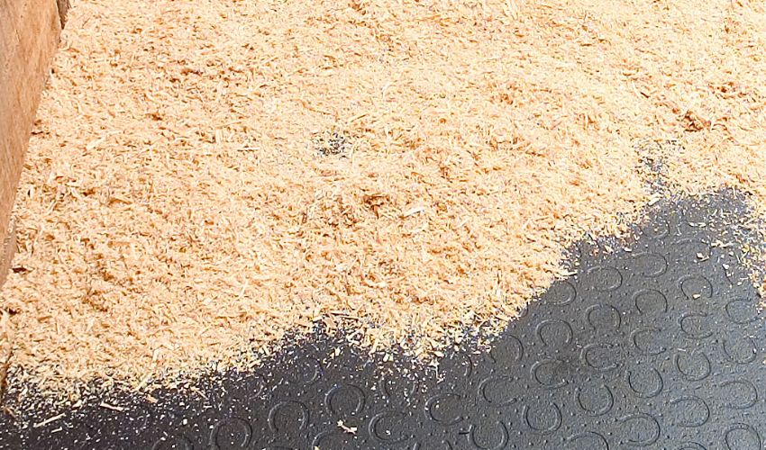 BELMONDO Basic Pferdestallboden aus Gummi für die Box / Liegefläche im Pferdestall