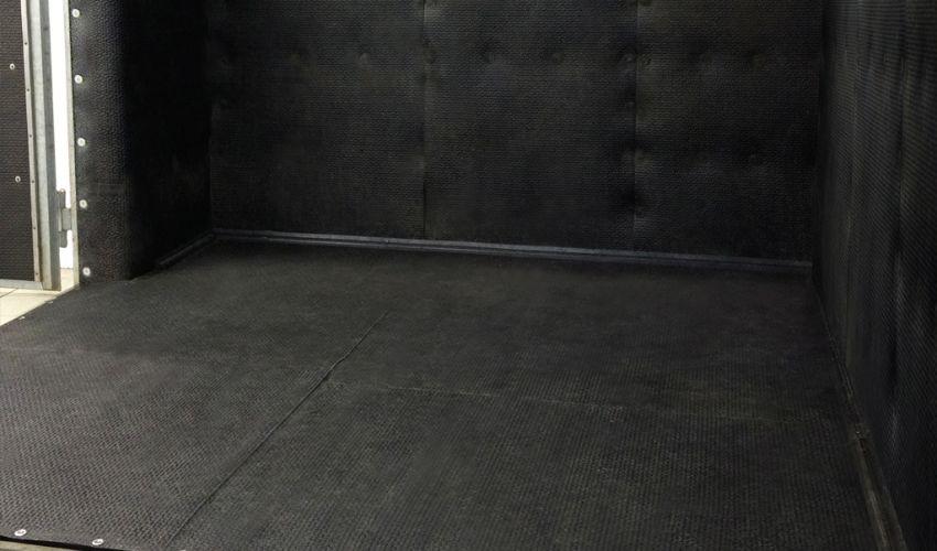 BELMONDO Kingsize Stallmatten-System in der Aufwach- / Narkosebox