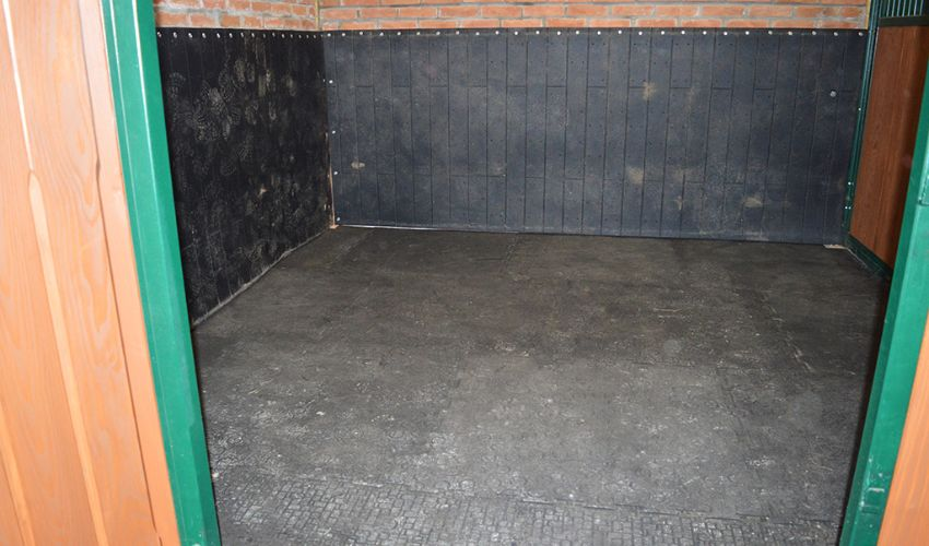 BELMONDO Basic horse mat made of rubber for the loosebox / lying area in horse stables