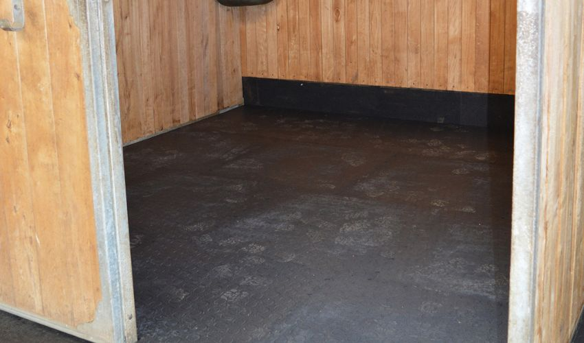 BELMONDO Classic stable mat made of rubber for loosebox / lying area in horse stables