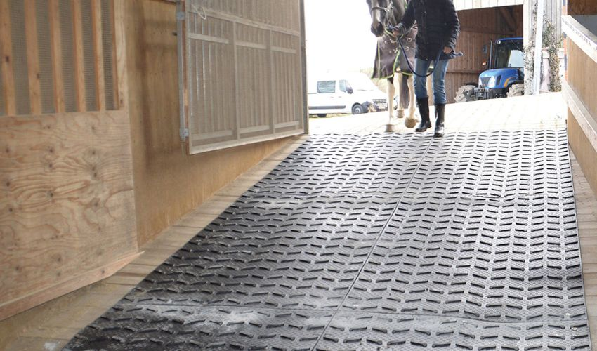 BELMONDO Step horse mat made of rubber for improved slip-resistance on steep passages