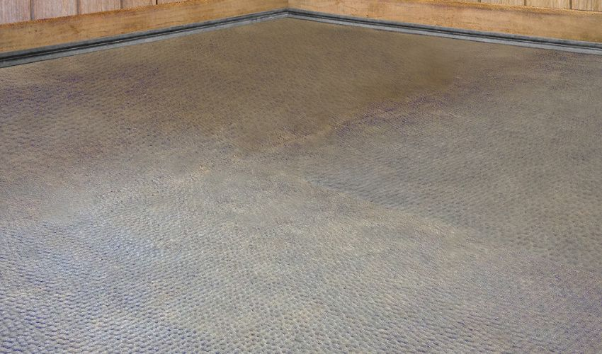 BELMONDO Kingsize rubber flooring system for horse clinics is especially soft and hygienic