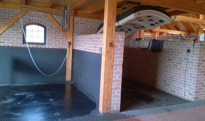 BELMONDO Walkpro stable mat made of rubber at indoor washdown of a horse stable